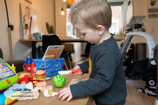 Jayden mama blog 2 jaar oud 2de verjaardag cadeau mac donalds speelgoed set houten fruit set snijden klitteband
