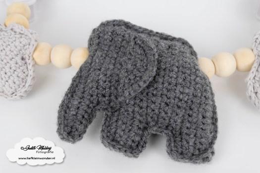 Haakpatroon wagenspanner olifant wolkjes en bijtring met houten ring haken mamablog DIY