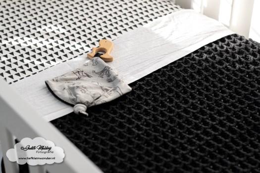 Gehaakte babydeken in wafelsteek hij is af DIY handmade ledikant deken mama blog zwanger baby www.liefkleinwonder.nl