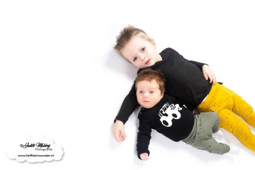 Finley 9 weken oud spugen kotsen borstvoeding mama blog baby zwangerschap review www.liefkleinwonder.nl brandrep