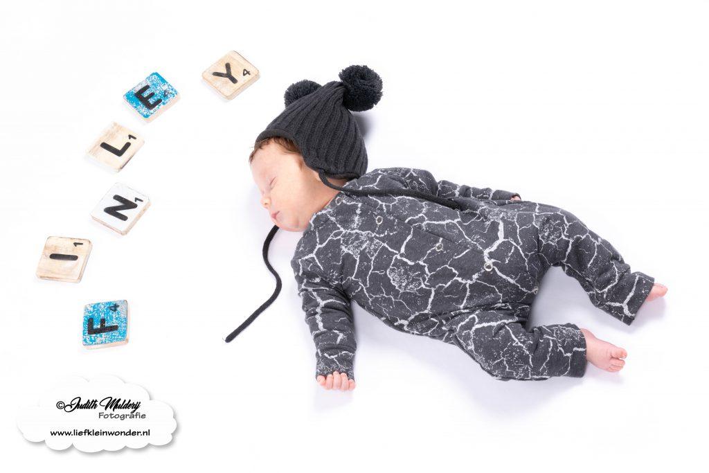 Little Adventure handgemaakte baby en kinderkleding boxpakje stoer prematuur newborn kleding shoppen brandrep  monochrome babykleding blog review mama blog blogger fotograaf fotoshoot