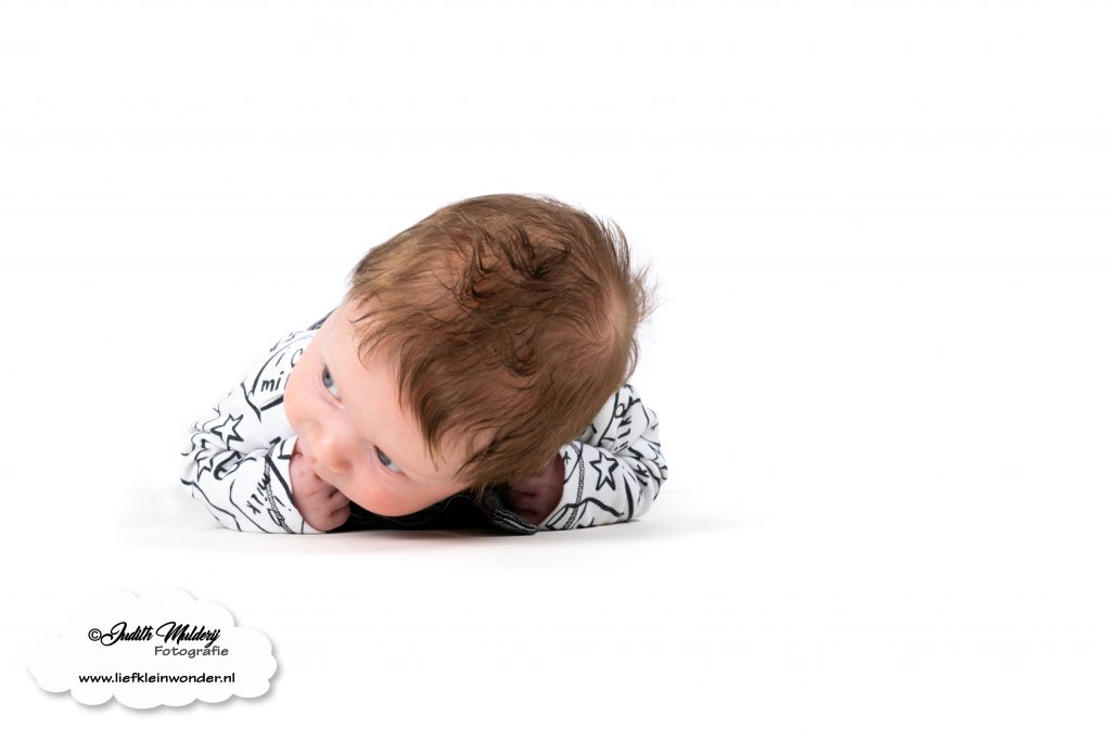 Consultatiebureau lengte gewicht groeiapp prikjes prikken baby peuter grafiek curve lijntje klein controle mama blog www.liefkleinwonder.nl voorkeurshouding spruw