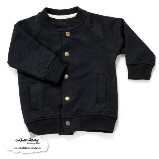 shoplog monochrome babykleding jongen zwart wit newborn mama blog www.liefkleinwonder.nl FINNS.be bomber vestje en kwijlslabber