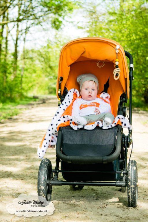 Finley 6 maanden oud ontwikkeling mama blog brandrep sizclothes baby half jaar www.liefkleinwonder.nl zitten nog niet goed