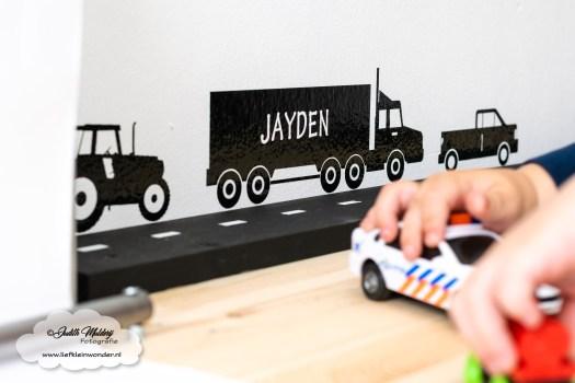 muur stickers vrachtwagen tractor bakwagenteken rol papier rol speeltafel bureau speelhoek kinderkamer diy mama blog www.liefkleinwonder.nl