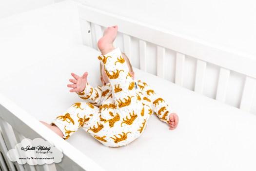 Babykleding tijger print boxpakje okergeel review handgemaakt Little Adventure mama blog www.liefkleinwonder.nl