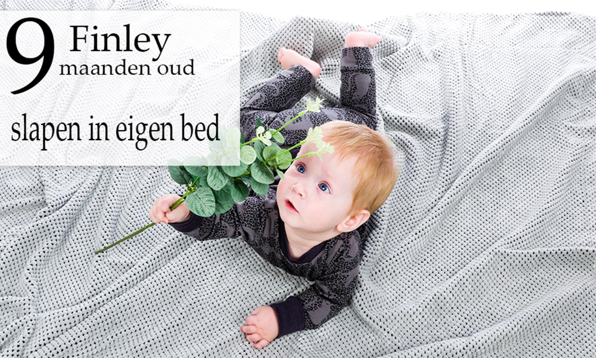 Finley ontwikkeling mama blog borstvoeding slapen www.liefkleinwonder.nl tijgeren kruipen en optrekken