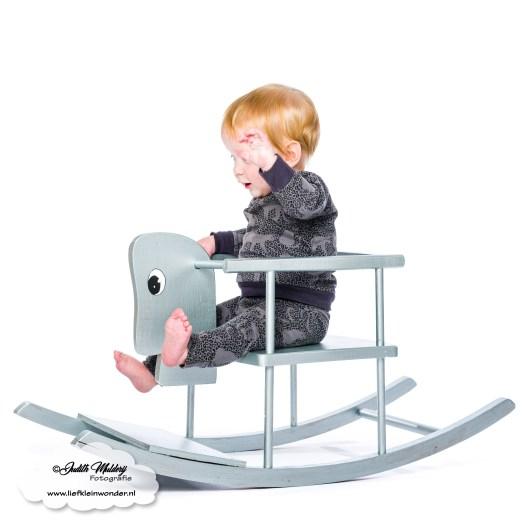 Finley 11 maanden oud mama blog www.liefkleinwonder.nl ontwikkeling zwaaien