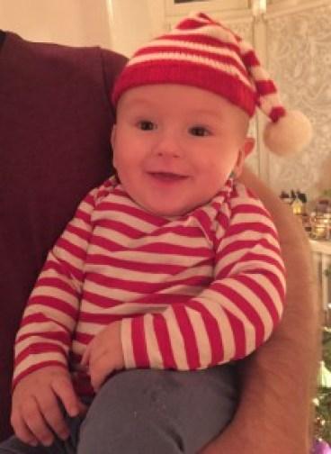 Onze vrolijke kerst elf spruit, wens iedereen een fijne kerst. Geniet met iedereen die je lief is. Dikke kerstkus van ons