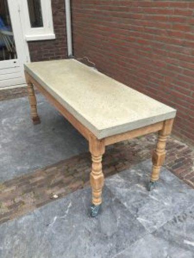 betonnen tafel