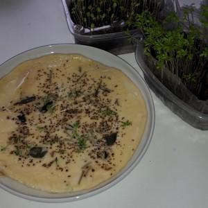 Omlete ar krešu un saulespuķu dīgstiem