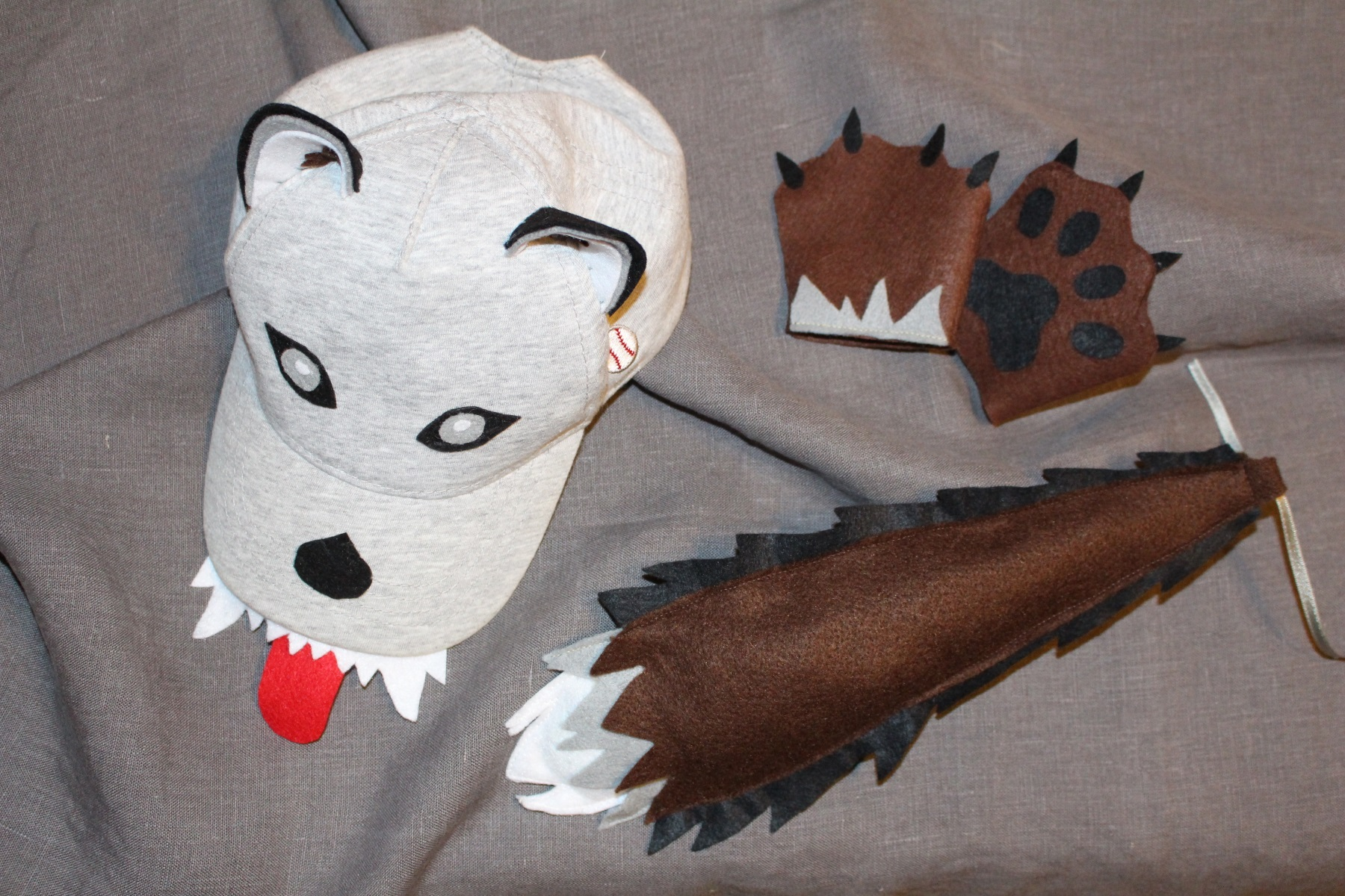 Wolf costume diy big and small there are 4 important details to look like a wolf solutioingenieria Image collections