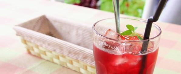 美味しくて嬉しい!赤いジュースを飲めば美白肌になれる!!