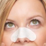 赤い!目立つ!治らない!鼻ニキビの原因と治し方