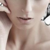 大人ニキビの典型?-鼻の下・口元のニキビの原因と治し方