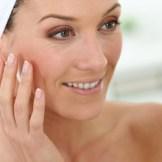 40代におすすめの化粧品~化粧水と美容液で正しいエイジングケア