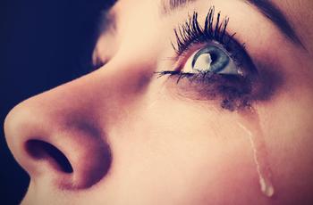 涙で流れたメイク/アイメイク