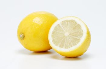 綺麗な人がしている朝イチホットレモン