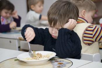 食べ物の好き嫌いが激しい子供