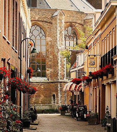 Doorkijkje naar de Nieuwe Kerk Delft