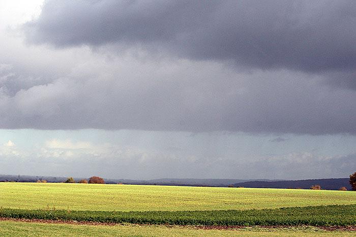 Herfst wolken over de glooiing van Groesbeek