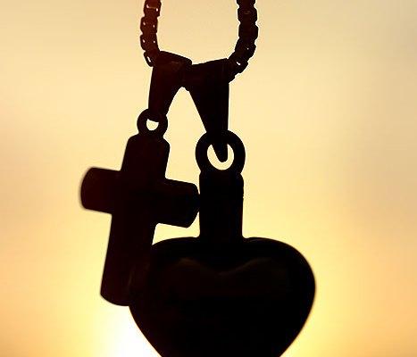 Ketting met hartje en kruis