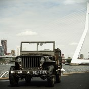 Willys jeep op Wilhelminapier in Rotterdam