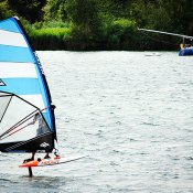 Over worteltjes, water en een vliegende surfer