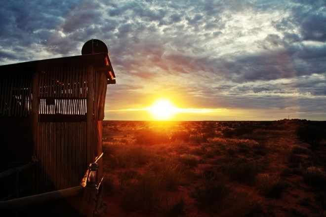 Sonnenaufgang in unserer Lodge in der Kalahari in Namibia