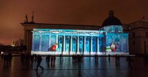 3D Kalėdų pasaka ant Vilniaus arkikatedros sienos