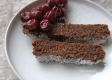 Šokoladinis riešutų ir datulių pyragas