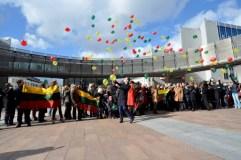 BELGIJA. Belgijos lietuviai nuspalvino Briuselio dangų Lietuvos vėliavos spalvomis