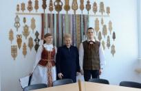 Prezidentė D. Grybauskaitė aplankė Vasario 16-osios gimnaziją