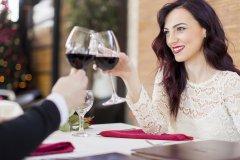 6 paprasti būdai išvengti raudonojo vyno dėmių ant dantų
