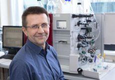 """""""Forbes"""": """"Šlove su šių metų chemijos Nobelio premijos laureatėmis nusipelnė dalytis ir prof. V. Šikšnys"""""""