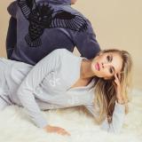 Modelis Simona Starkutė pristato savo kurtą laisvalaikio drabužių kolekciją