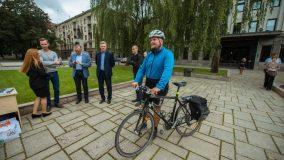 Lenktynėse Kaune dviratis pranoko ir autobusą, ir automobilį
