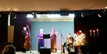 Salako atlikėjai, Osvaldas su akordeonu, Audronė su melina suknele