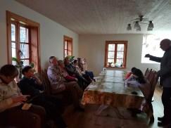 Prof. L. Klimka bendrauja su stovyklos dalyviais