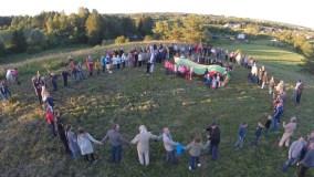 """""""Tautiška giesmė"""" ant Lygamiškio piliakalnio subūrė po Lietuvą ir pasaulį pasklidusius kraštiečius"""