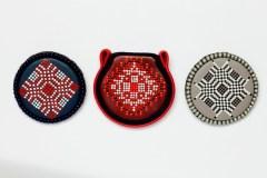 """Užburiančios ornamentų sakmės – Miglės Morkūnaitės autorinių papuošalų parodoje """"Margai rašyta…"""""""