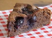 Šokoladinis vyšnių ir migdolų pyragas