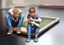 Tyrimas: penktadalis tėvų mano, kad jų vaikai priklausomi nuo technologijų