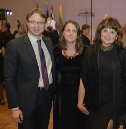 Ambasadorius R. Kriščiūnas su organizatorėmis Ž. Symeonidis ir R. Balčaitiene. Nuotrauka Mindaugo Kavaliausko