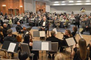 Festivalio bankete Šv. Kristoforo koncertas su dirigentu prof. D. Katkumi. Nuotr. Mindaugo Kavaliausko