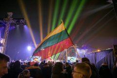 Vasario 16-oji Vilniuje: eitynės, 70 laužų, koncertai ir trispalvėmis nušvitęs miestas