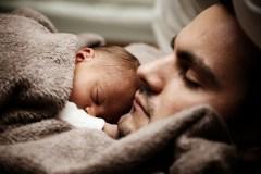Tėvystės atostogos bus suteikiamos lanksčiau