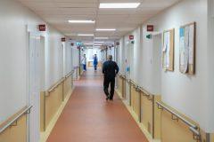 Sostinės ligoninėse atidedamos planinės operacijos, rekomenduojama nelankyti ligonių