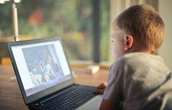 Laikas prie ekrano: specialistų rekomendacijos vaikams