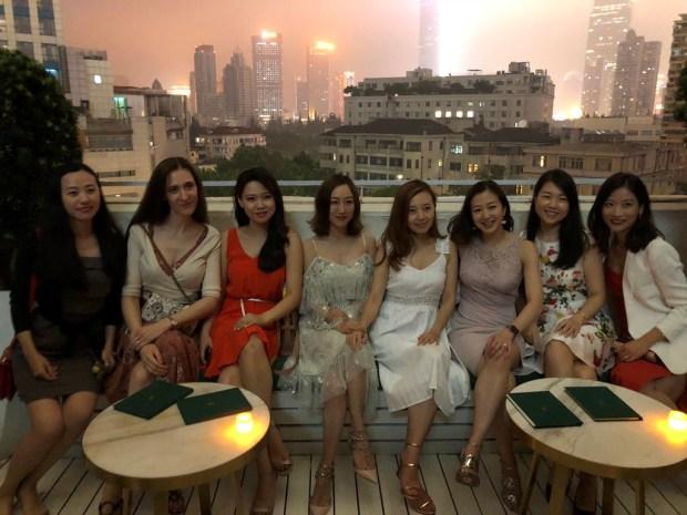 Su draugėmis, Šanchajus